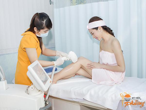 Người mẫu Thùy Trang trải nghiệm liệu trình triệt lông lạnh với Diode Laser tại Mỹ Viện Phương