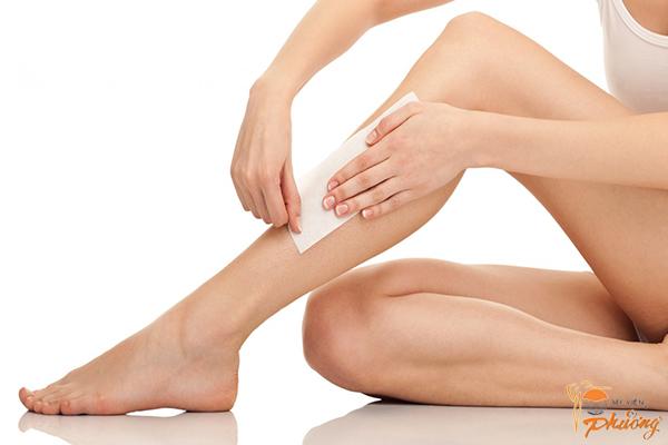 4 lưu ý quan trọng khi triệt lông chân tại nhà