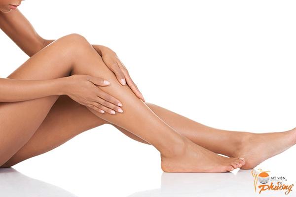 Bị mẩn ngứa sau khi triệt lông chân phải làm sao?