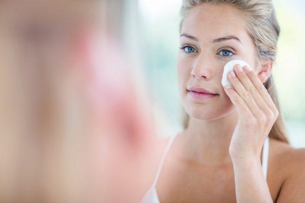 Tẩy trang là nền tảng của chăm sóc da mặt