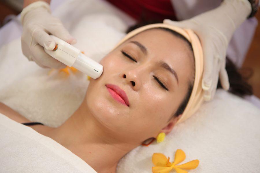 Kỹ thuật Massage mặt giúp trẻ hoá da _ Mỹ viện Phương